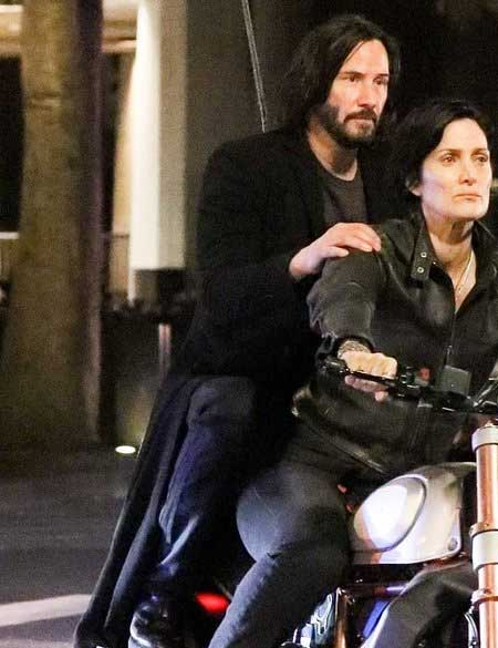 The-Matrix-4-Keanu-Reeves-Neo-Coat